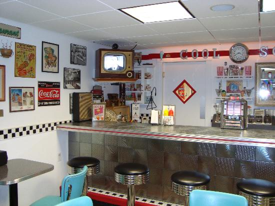 Cool Scoops : old fashion soda fountian