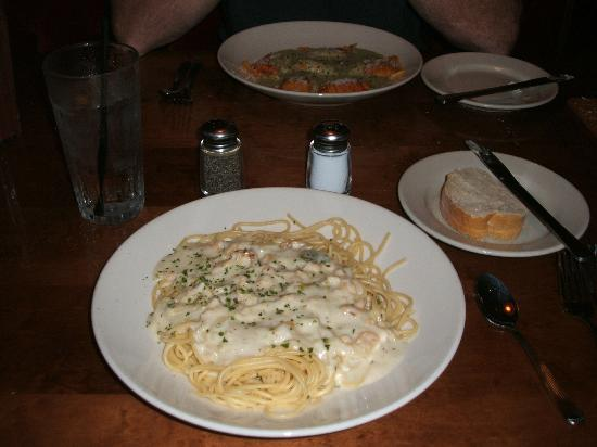 Old Spaghetti Factory : Spaghetti with White Clam Sauce.