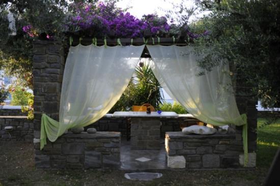 Pension Sofia: Agréable table dans le jardin