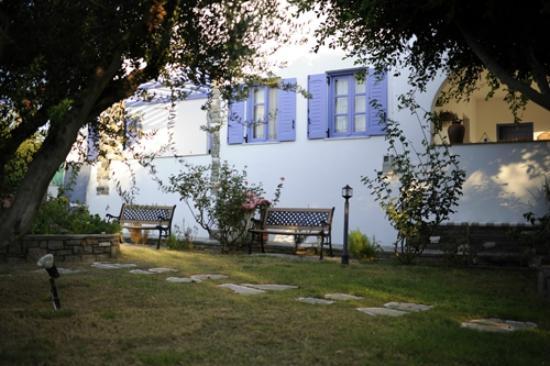 Pension Sofia: Les chambres vues de l'exterieur