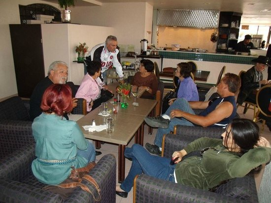 Tranquilo Restaurant & Sports Bar : Friendly atmosphere and comfortable seating
