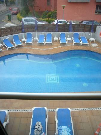 Hotel Mare Nostrum: vista piscina desde el ascensor