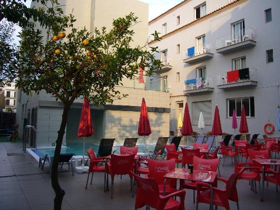 Hotel Mare Nostrum: zona infantil+piscina+bloque apt+bloque 2*