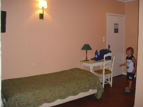 Hotel des Quatre Dauphins: terzo letto in camera tripla