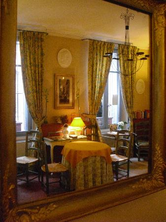 Hotel des Quatre Dauphins: sala colazione