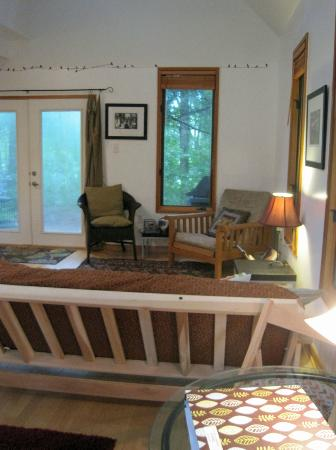 Lake Eden Events & Lodging: The Studio living room