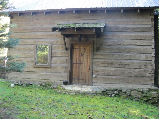 ‪‪Lake Eden Events & Lodging‬: Back door of The Cabin‬