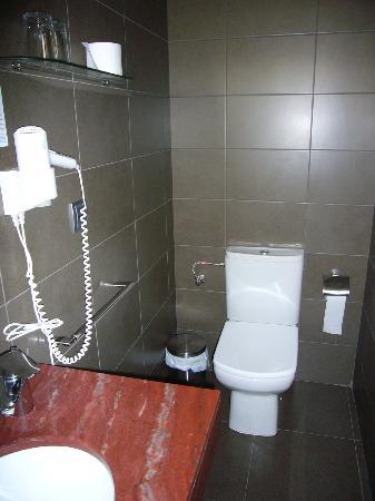 هوتل ماربلو توسا: baño hab 214, genial! 