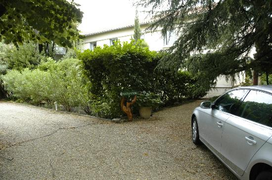 Hotel le Chalet Fleuri : From the parking area
