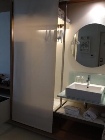 Hotel Denit Barcelona: sink in the closet
