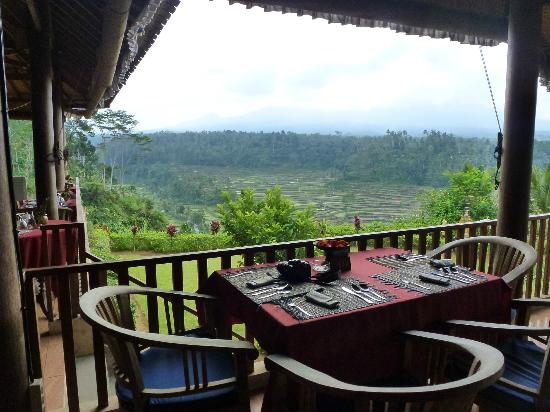 Mahagiri Panoramic Resort & Restaurant: tavoli