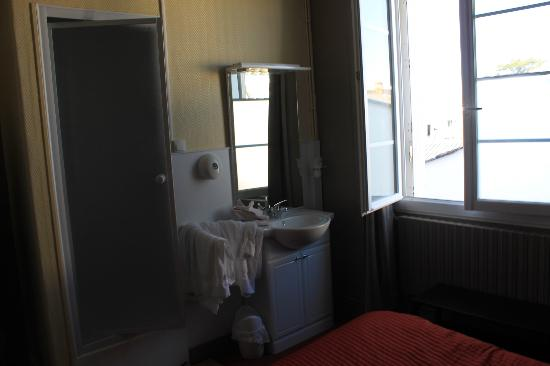 la cabine de douche dans la chambre photo de au bon accueil quiberon tripadvisor. Black Bedroom Furniture Sets. Home Design Ideas