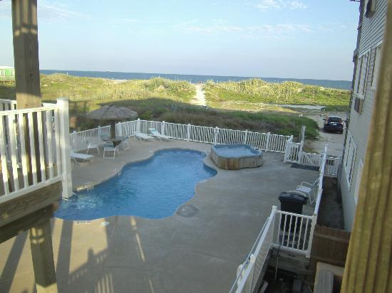 Beachgate Condosuites And Hotel Back Pool With Hot Tub