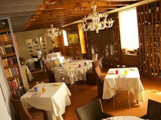 Osnago, Italia: sala interna osteria
