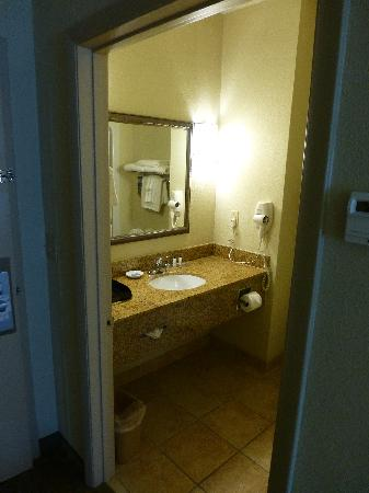 Best Western Plus Blue Angel Inn: Bathroom
