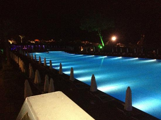 Rixos Premium Belek : pool by night