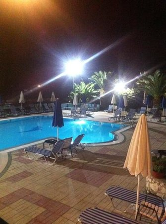 Majestic Spa Hotel: pool at night