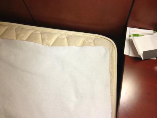 Courtyard San Francisco Larkspur Landing/Marin County: Cheap mattress and cheaper mattress pad - 3AM