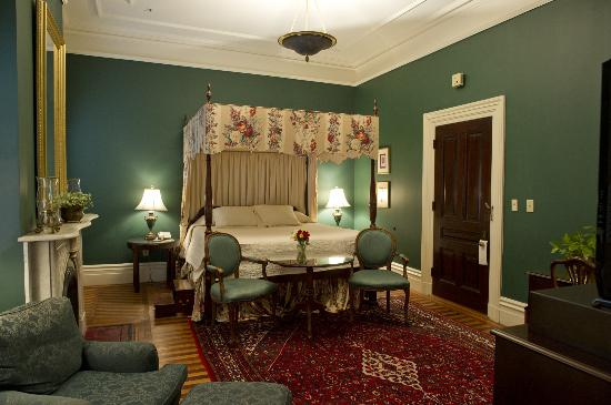 John Rutledge House Inn: A mini-suite in the main house.