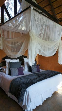Pondoro Game Lodge: Room (photo by s.needles)
