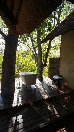 Pondoro Game Lodge: Private Bath (photo by s.needles)