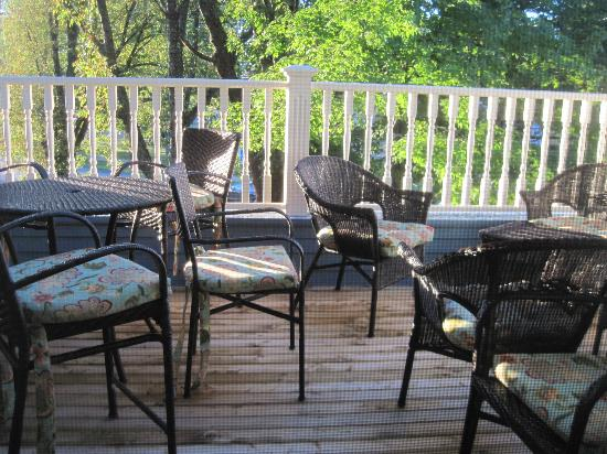 Atlantic Sojourn Bed & Breakfast: New deck on 2nd floor for relaxing