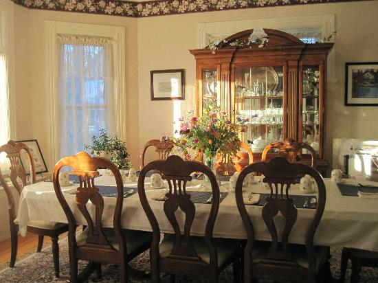 Atlantic Sojourn Bed & Breakfast: All guests shared dining together