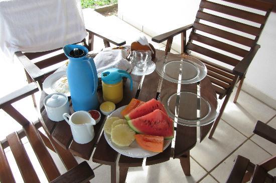 Pousada Caminho do Mar: Frühstück auf der Terrasse
