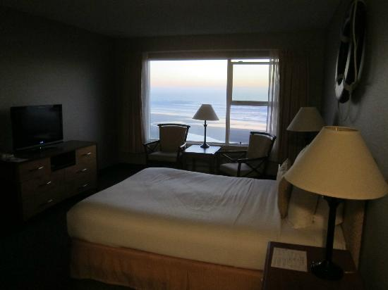 Pelican Shores Inn: a lovely sunset from a middle floor room