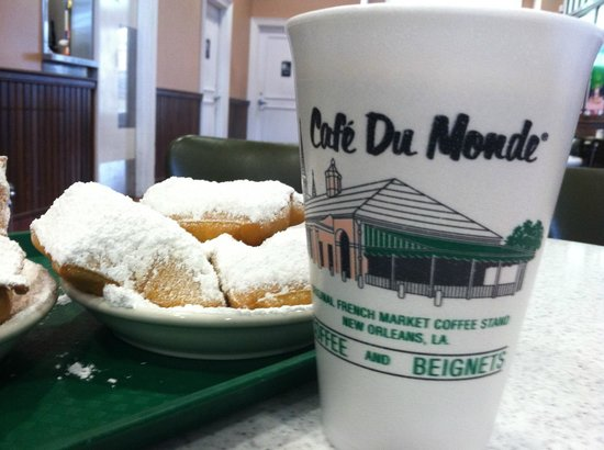 Cafe Du Monde: Beignets and Cafe Au Lait