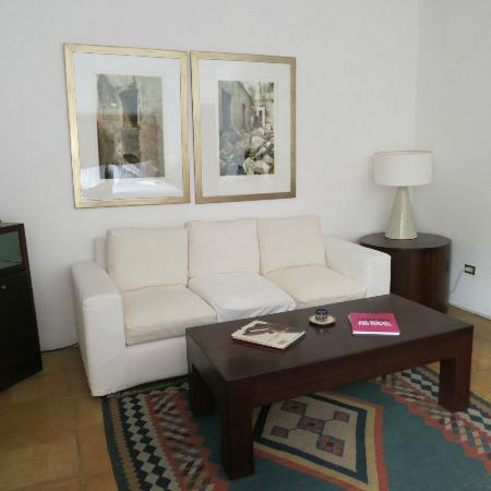 Casareyna Hotel: Sofa in my room