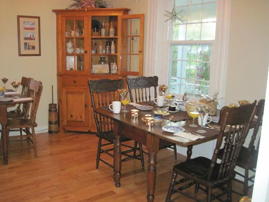 Innisfree Bed and Breakfast: Dining room