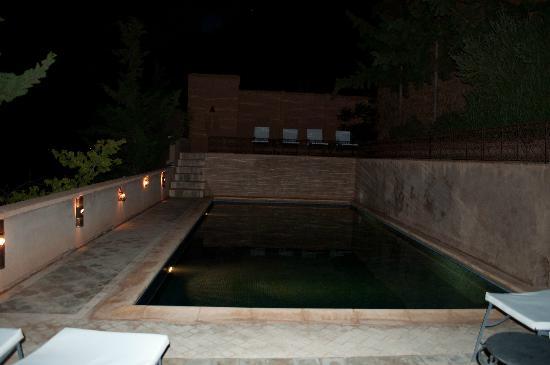 Chez Pierre : Piscina e solarium