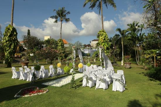 White Rose Kuta Resort, Villas & Spa: Western decoration