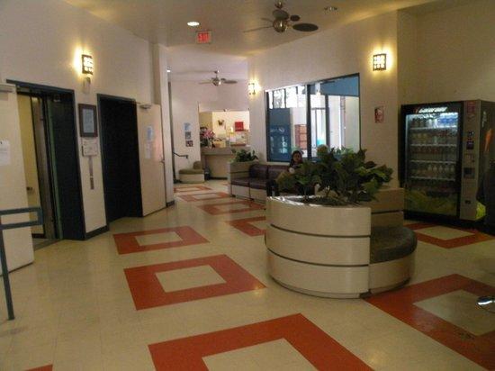 Vantaggio Suites: lobby
