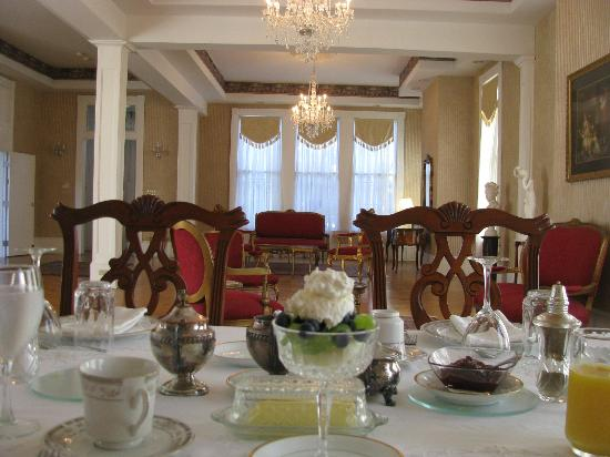 The Confederate House: Breakfast Setting