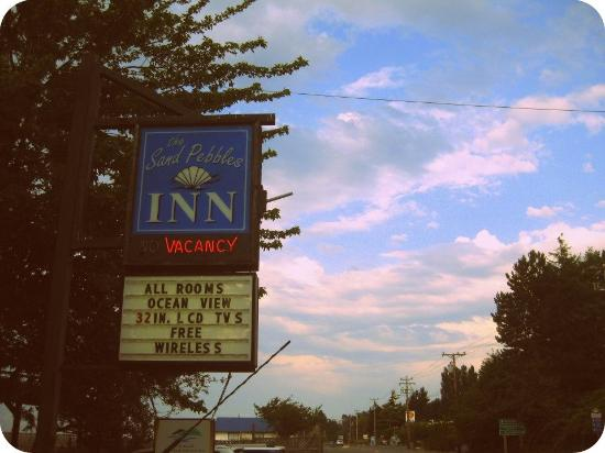 Sand Pebbles Inn: Hotel sign