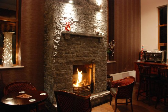 Riverbank Restaurant: fireplace