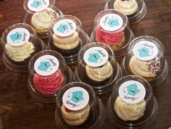Foodies on Foot: Our take-home cupcakes