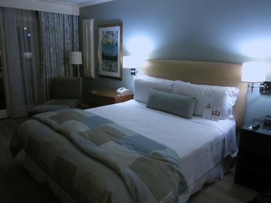Hotel Amarano Burbank: EXTREMELY comfortable bed!