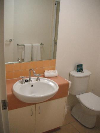 Quality Advance Apartments : bathroom