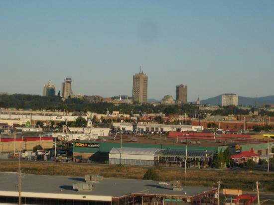 فور بوينتس باي شيراتون ليفيس كونفنش سنتر: Quebec City in the distance
