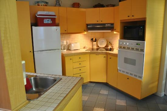 Accueil Chez Francois B&B: The easy to use kitchen, very clean!
