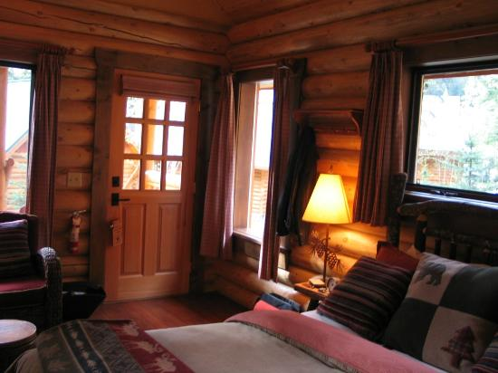 Cathedral Mountain Lodge: Den hyggelig hytte indefra