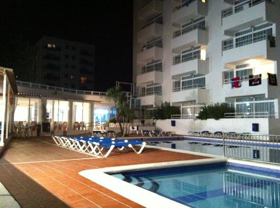 Apartamentos Playasol My Tivoli: piscina esterna