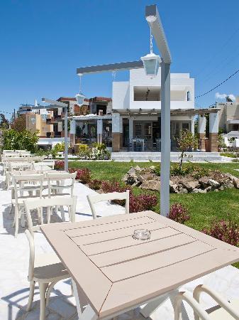 Aspri Avli Garden Restaurant