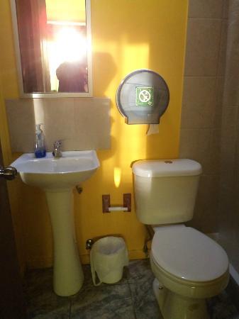 Bosque Nativo: Baño habitación Ciprés