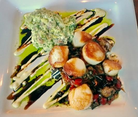 89 Fish & Grill: Perfect scallops + sauces and vegetables
