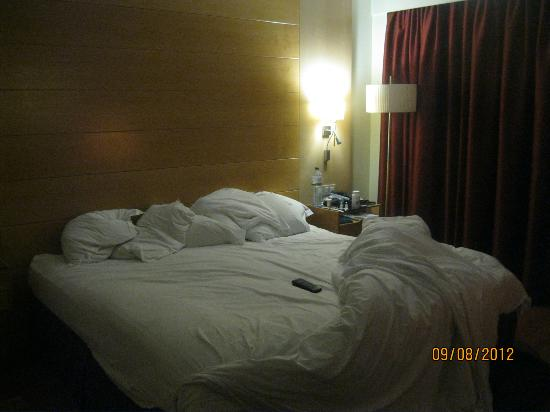 BAH Barcelona Airport Hotel: Bed