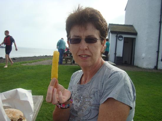 Piel Island: Biggest chips ever with lunch. Delicious!